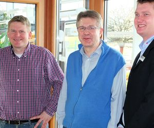 This is what satisfaction looks like: The Schröders, father and son, on the right Marco Olthoff, assistant to the management board.